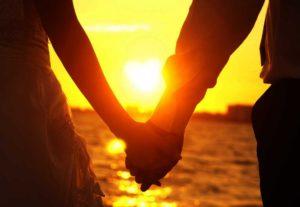couplesholdinghands